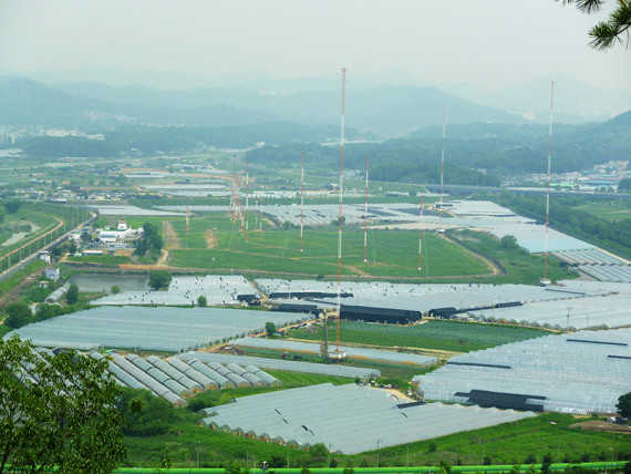Transmitter masts for a clandestine radio station operated by the South Korean government are seen near Seoul (Photo: North Korea Tech)