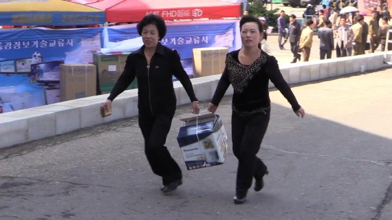 Women carry a Panasonic rice cooker at the Pyongyang Spring International Trade Fair 2014 (Photo: North Korea Tech/Aram Pan)