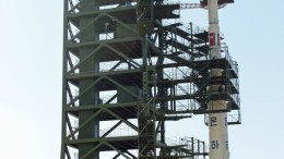 A North Korean Unha-3 rocket at Sohae satellite launch center on April 8, 2012 (Photo: Sungwon Baik/VOA)