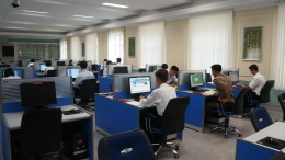 Students use computers at Kim Il Sung University in Pyongyang on May 23, 2014. (Photo: Uri Tours/CC-by-sa)