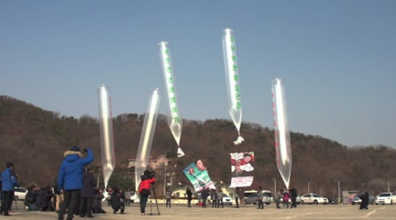 Balloons carrying propaganda material are launched from Paju, South Korea, towards North Korea on January 15, 2014. (HRF handout)