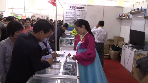 Tablet PCs are demonstrated by the Korea Computer Center at the Pyongyang Spring International Trade Fair 2014 (Photo: North Korea Tech/Aram Pan)