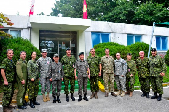 Admiral Choi Yoon Hee, Chairman of Joint Chiefs of Staff for the Republic of Korea, Lt. Gen. Stephen Lanza, I Corps Commanding General, and Gen. Kim Hyun Jip, Third ROK Army Commander, pause for a group photo with Maj. Gen. Dean Milner, 1st Canadian Division Commanding General, and other staff personnel at the 1st Canadian Division joint operation center in preparation for Ulchi Freedom Guardian exercise at Camp Yongin, South Korea, Aug. 20. (DOD Photo / Daniel Schroeder)